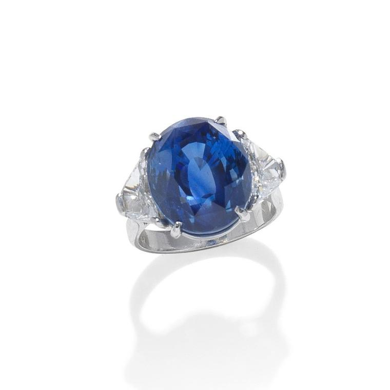 Sapphire and diamond ring auctionned by Bonhams - Lot 108