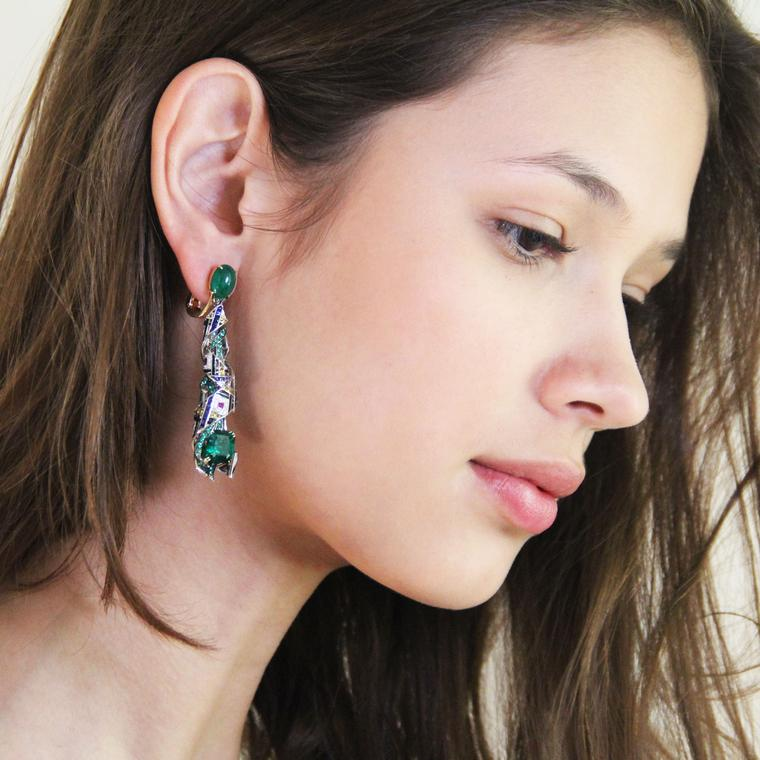 Chaumet est une fête Pastorale Anglaise high jewellery emerald earrings