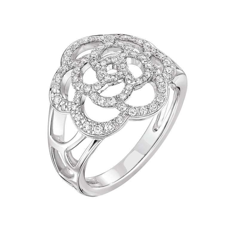 Chanel Bague Camélia diamond ring in white gold