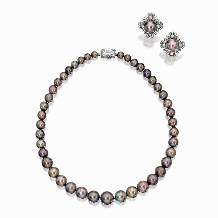 Cowdray pearls necklace and earrings