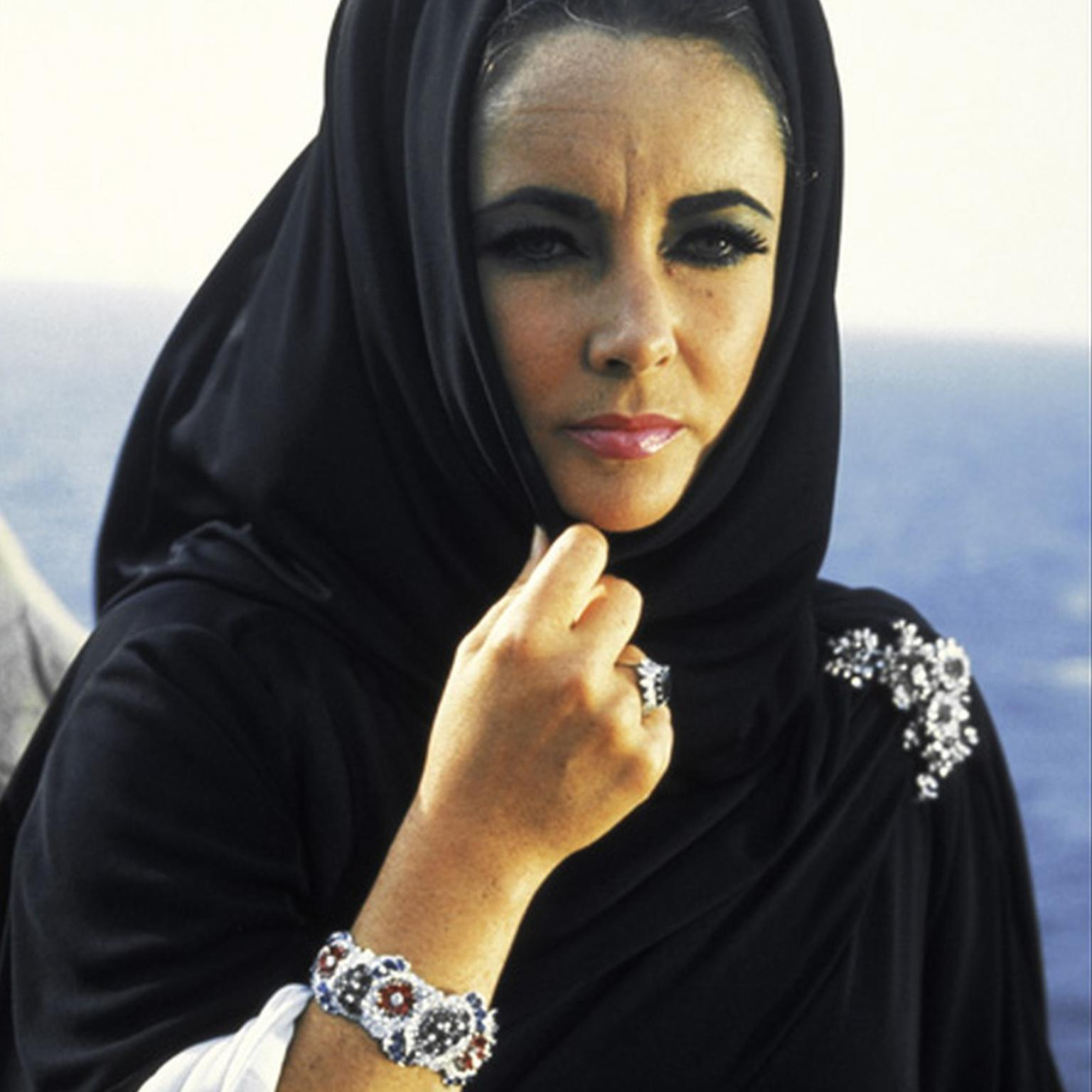 Elizabeth Taylor wearing Bulgari jewellery in Boom