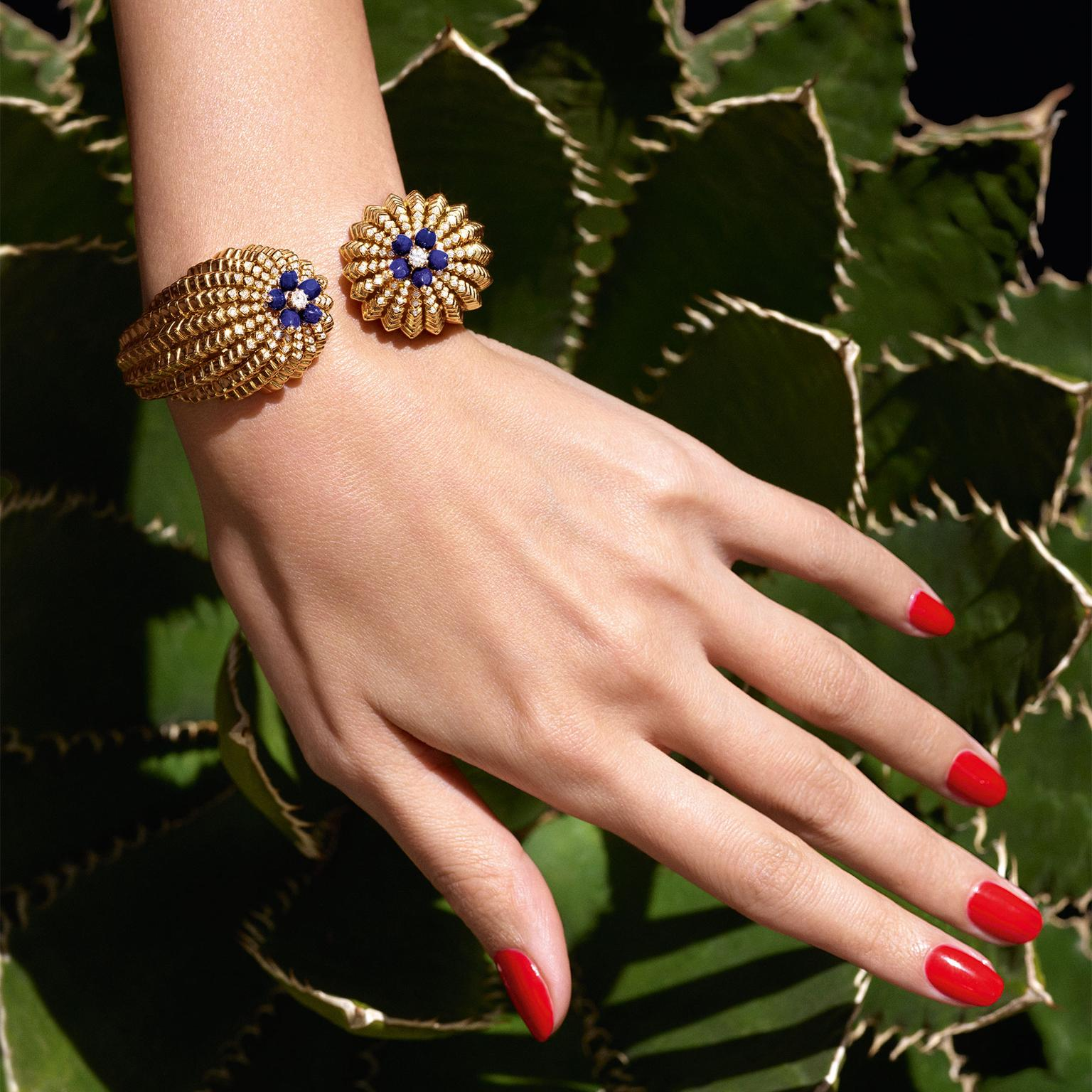 Cartier de Cactus bracelet in yellow gold, lapis lazuli and diamonds