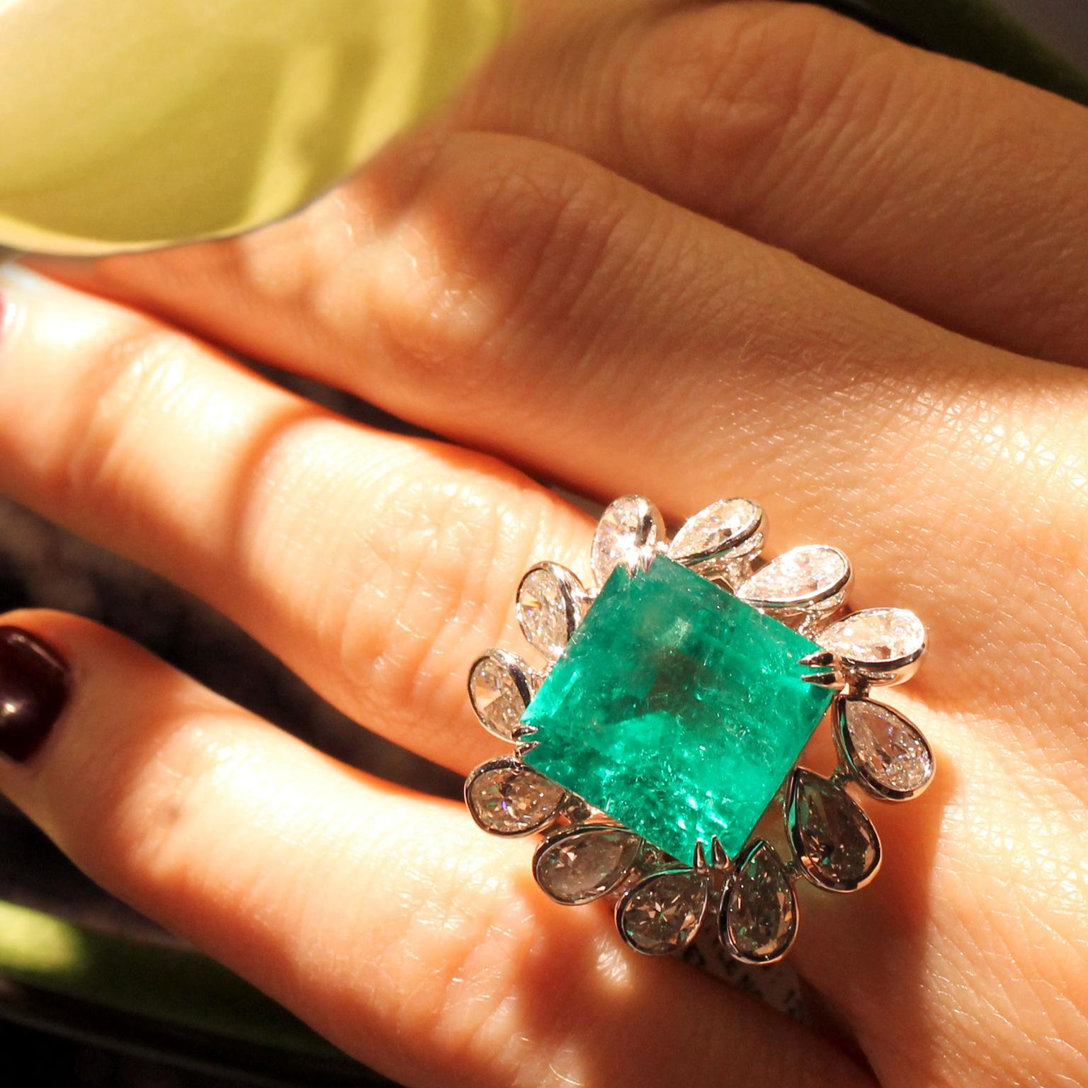 Sutra Colombian emerald ring