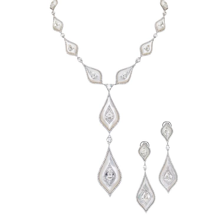 Diamond and mother-of-pearl pearl necklace and earrings