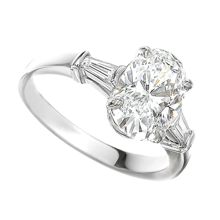Griffe oval-cut diamond engagement ring