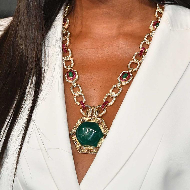 Naomi Campbell at the Oscars 2018 wearing a Bulgari emerald cabochon necklace made circa 1970  from the Heritage collection.