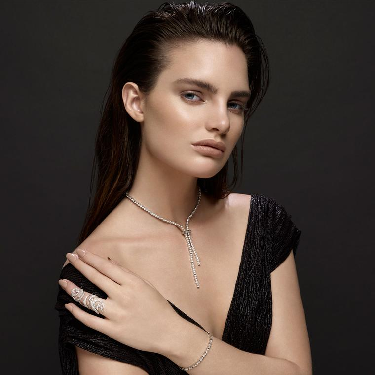 Lariats: the Y-shaped necklace with serious sex appeal