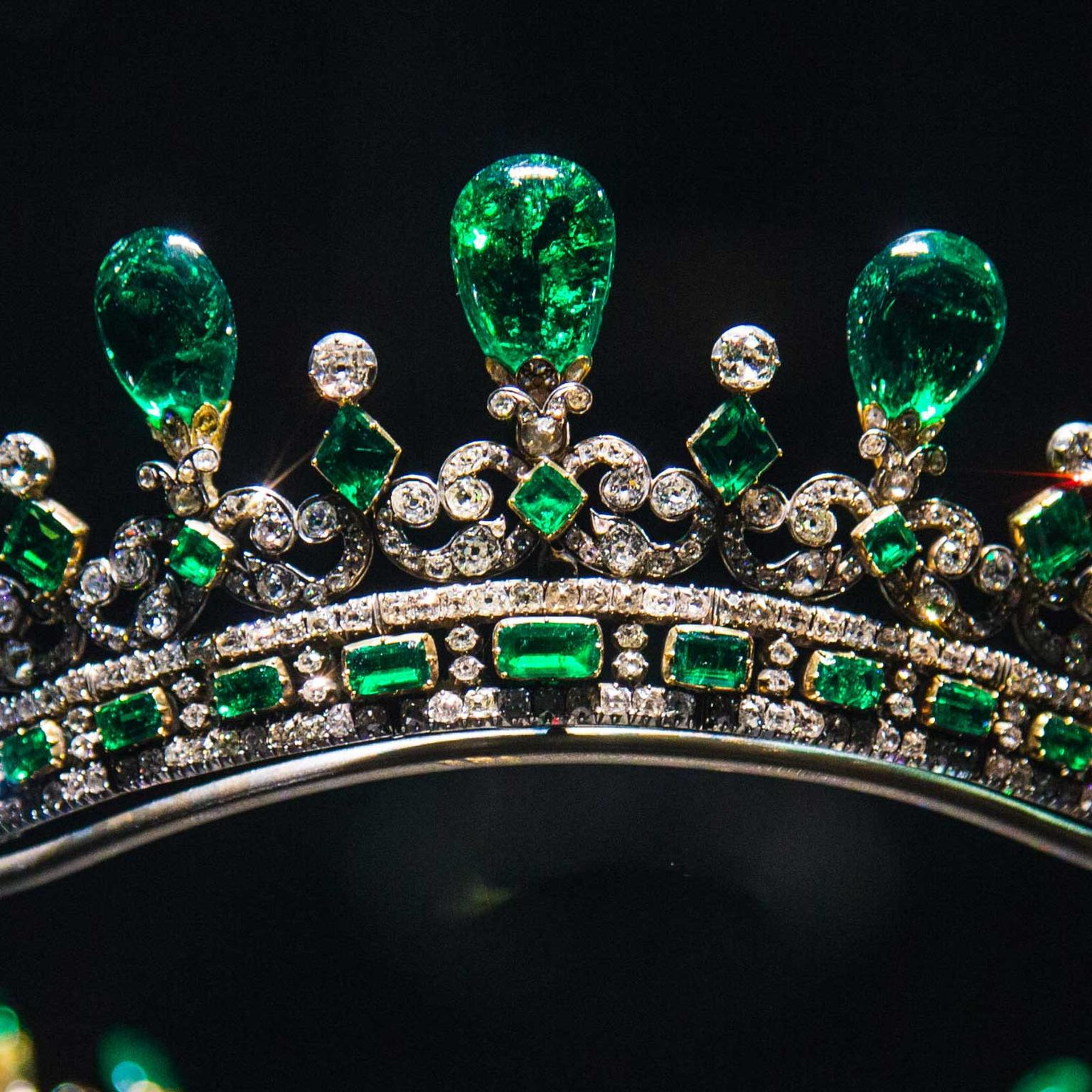 Queen-Victorias-close-up-diamond-and-emerald-diadem
