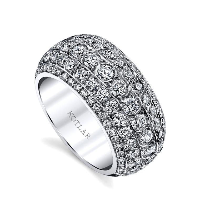 Scallop Artisan Pavé diamond band