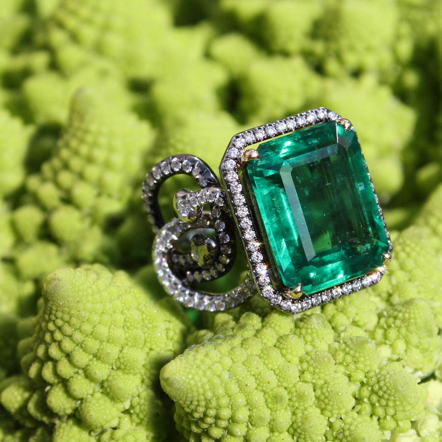 AENEA Sarpa emerald ring