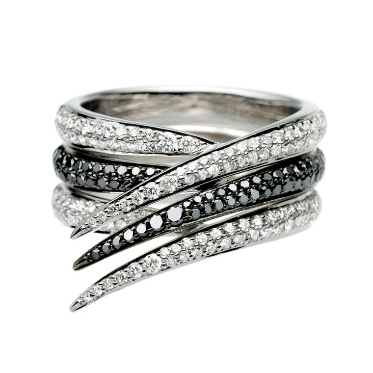 Interlocking diamond ring set in white gold