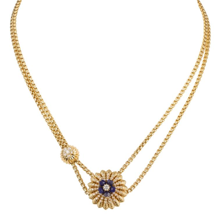 Cactus de Cartier yellow gold necklace with diamonds and lapis lazuli flowers