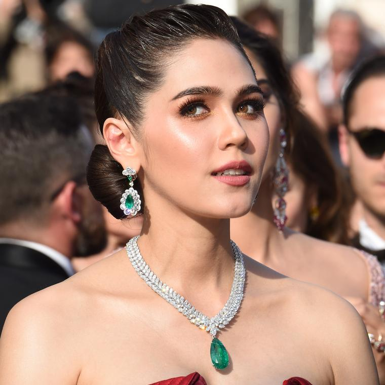 Araya Hargate Cannes 2017 Chopard emerald necklace