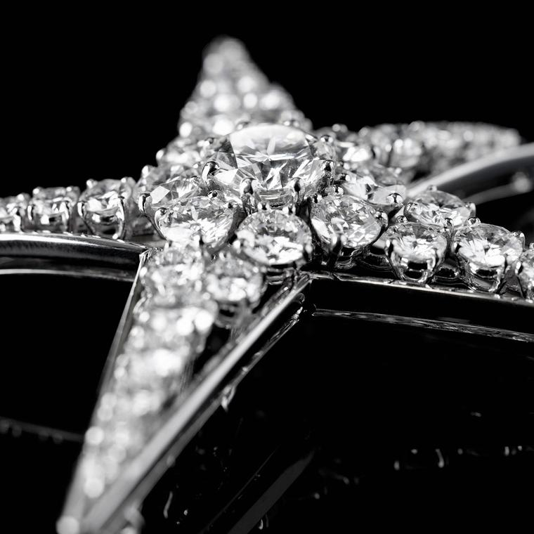 Chanel 1932 Comète diamond brooch