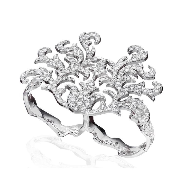 Czarina double-finger diamond ring in white gold