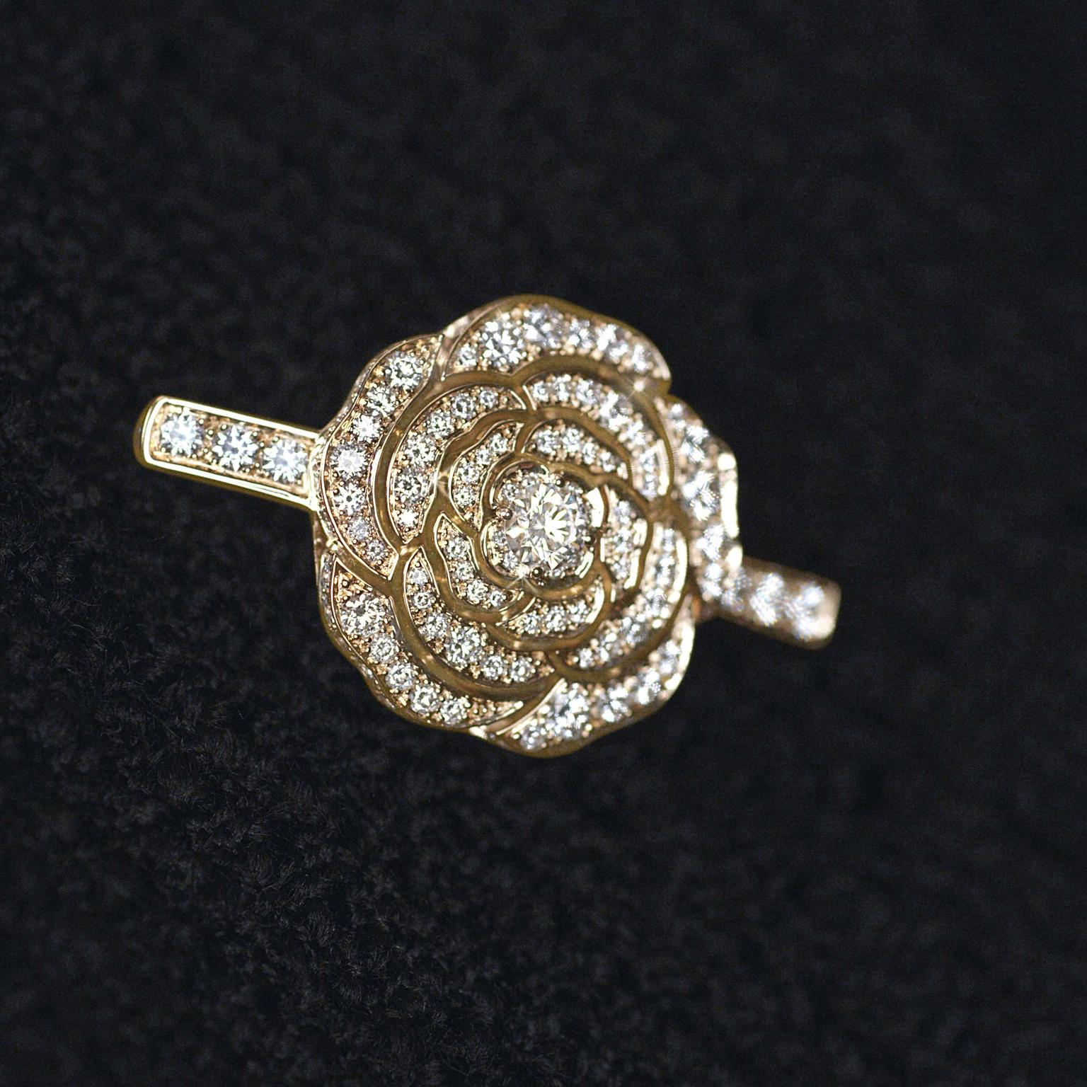 Chanel 1.5 Rouge Tentation diamond rose gold brooch small
