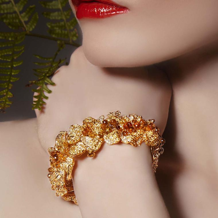 Neha Dani Autumn Feuille bracelet gold yellow diamonds