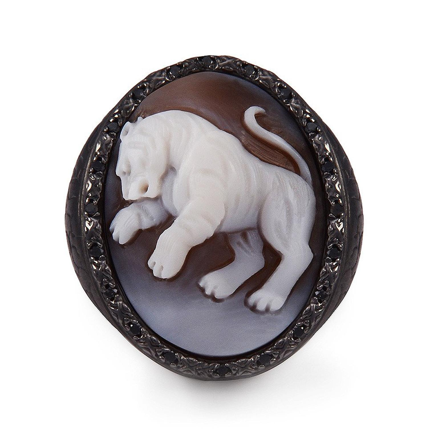 Amedeo carved animal cameo ring