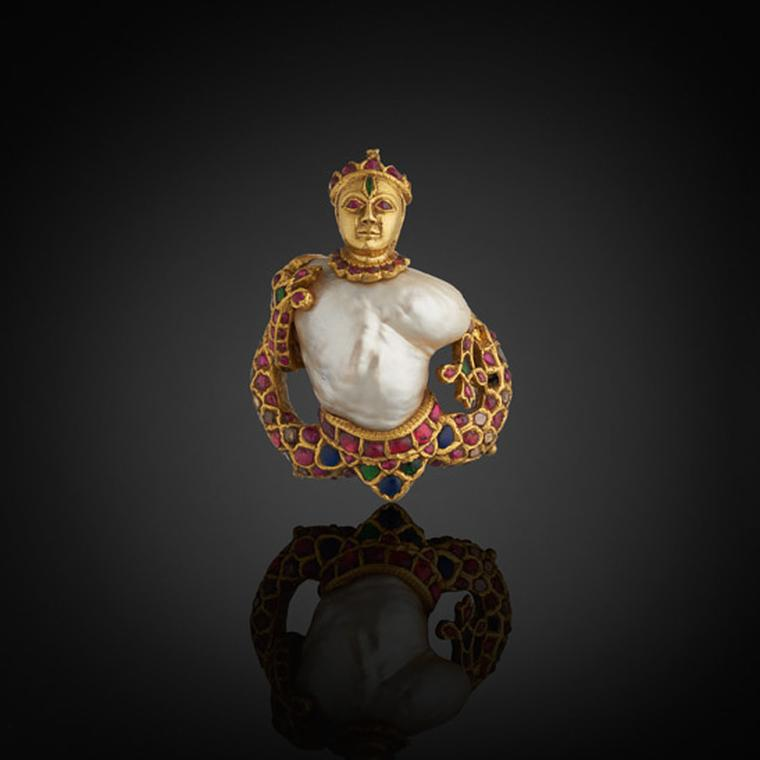 Al Thani Exhibition Indian pendant