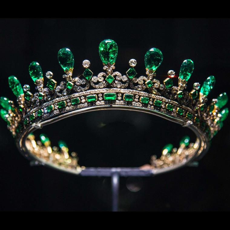 Queen-Victorias-diamond-and-emerald-diadem-Victoria-Revealed-at-Kensington-Palace-from-30-March-2018