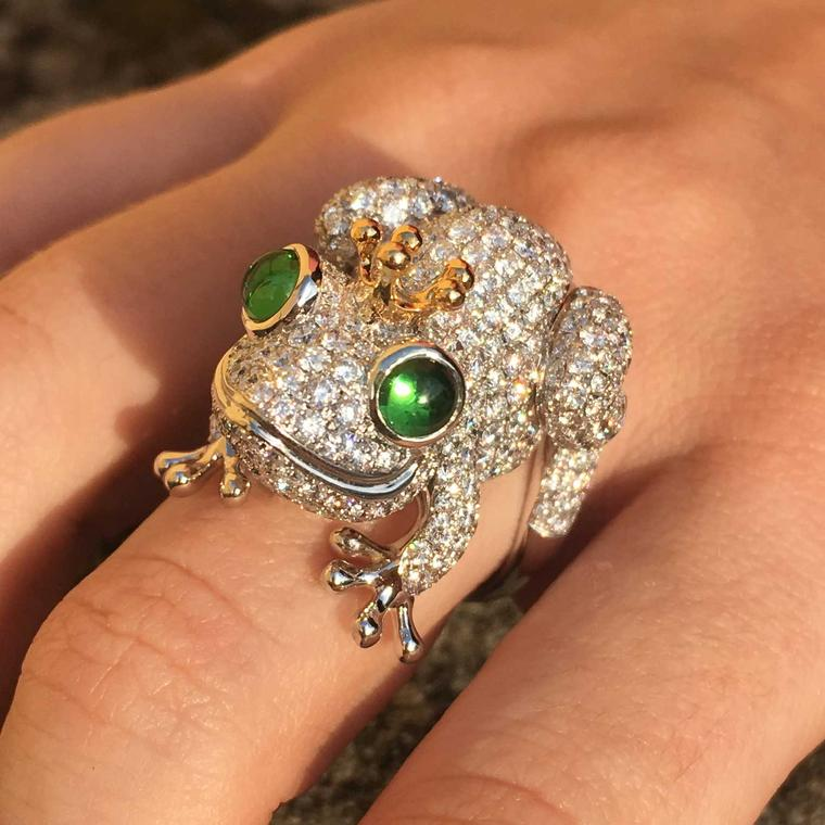 Stenzhorn diamond frog ring
