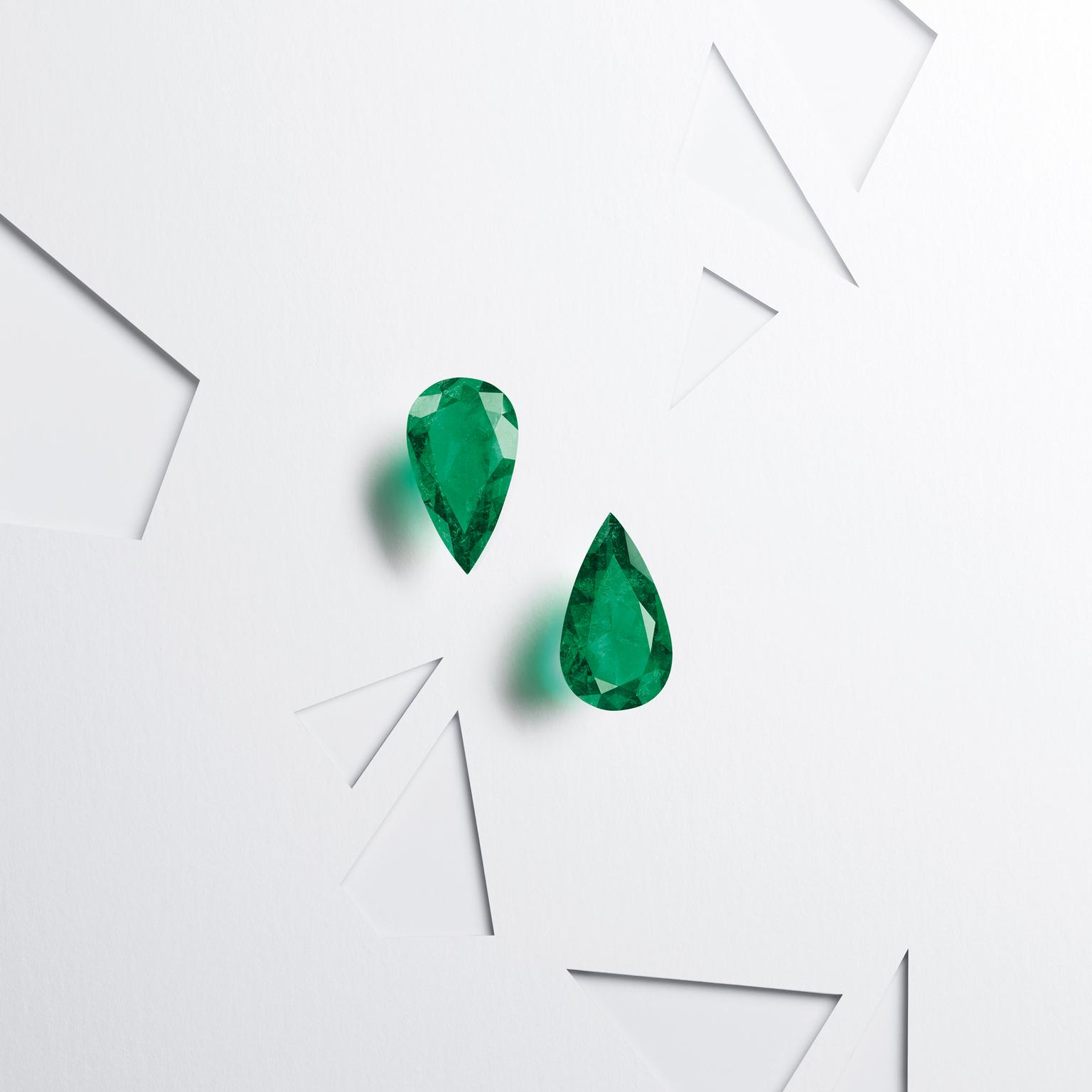 Pair of masterpieces pear-cut Muzo emeralds