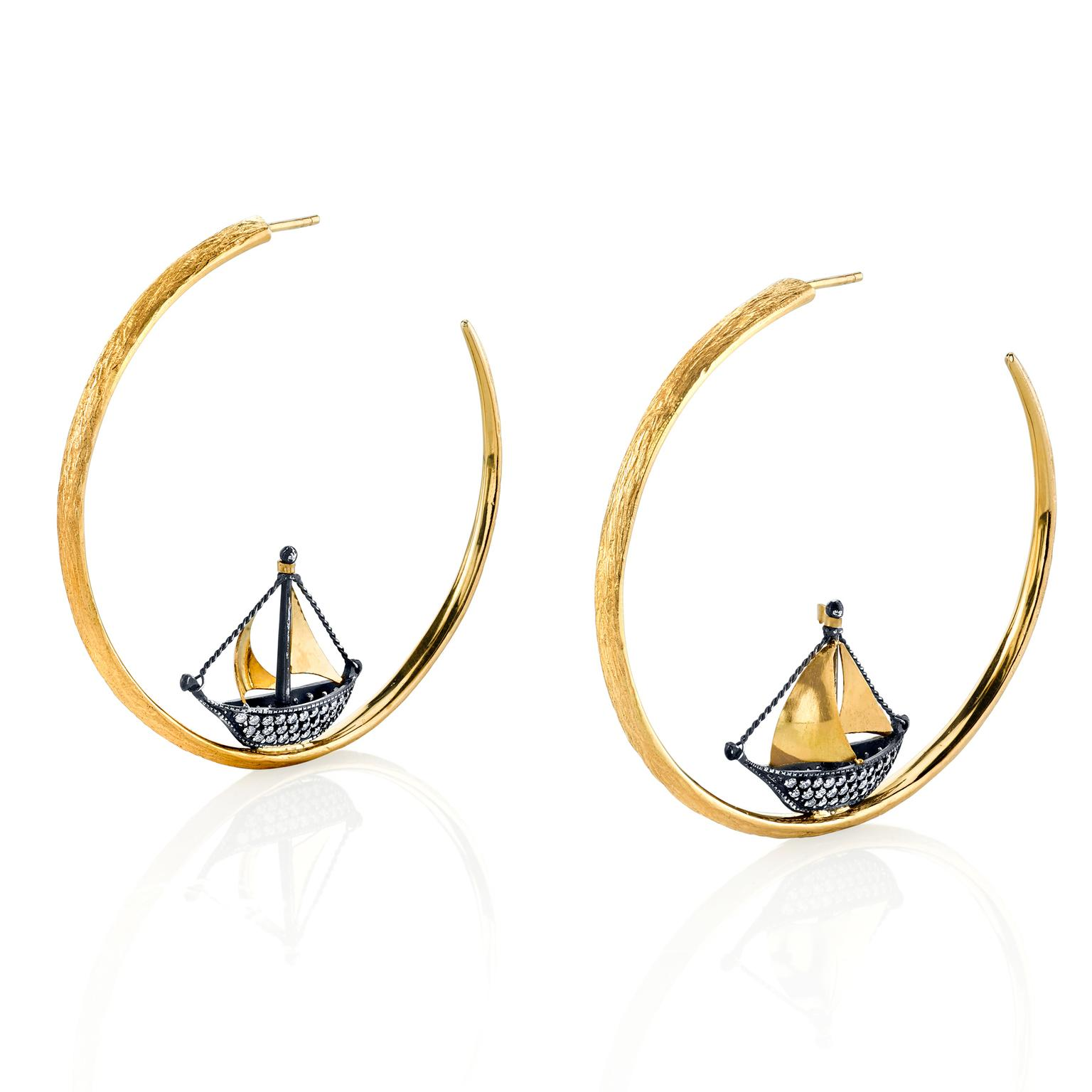 Arman Sarkisyan Sail boat hoop earrings