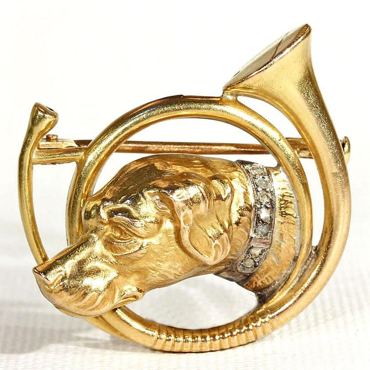 Victoria Sterling 18ct hunting horn and hound brooch