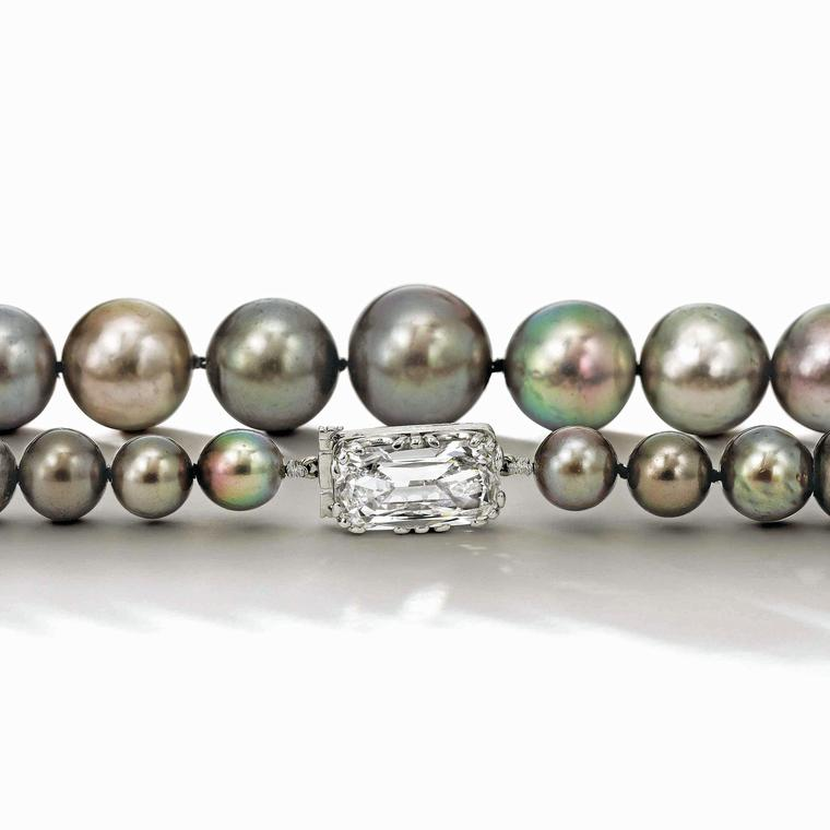 Cowdray pearls comprised of 42 natural grey pearls