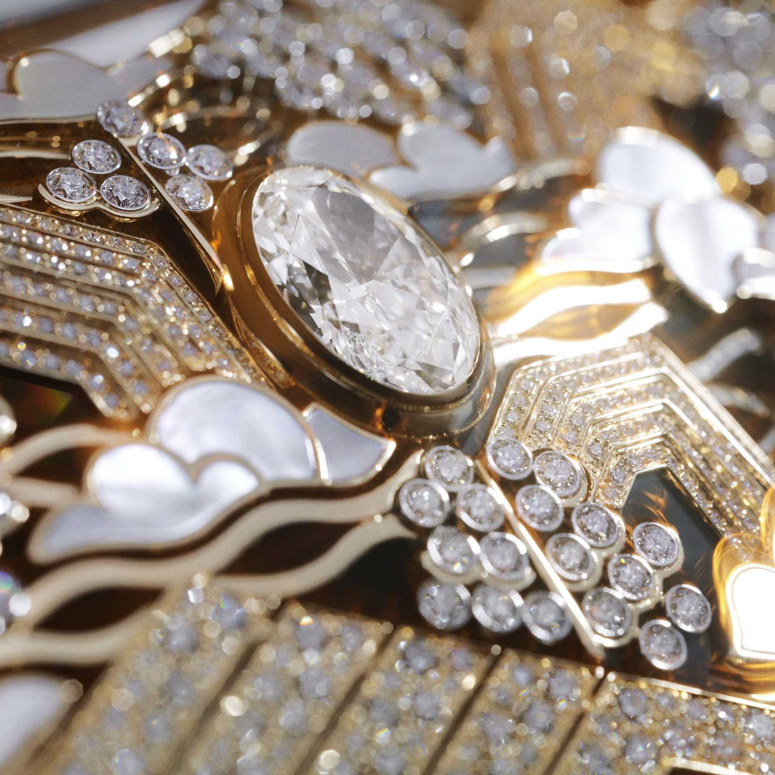 Detail of Chanel Coromandel Horizon Lointain necklace