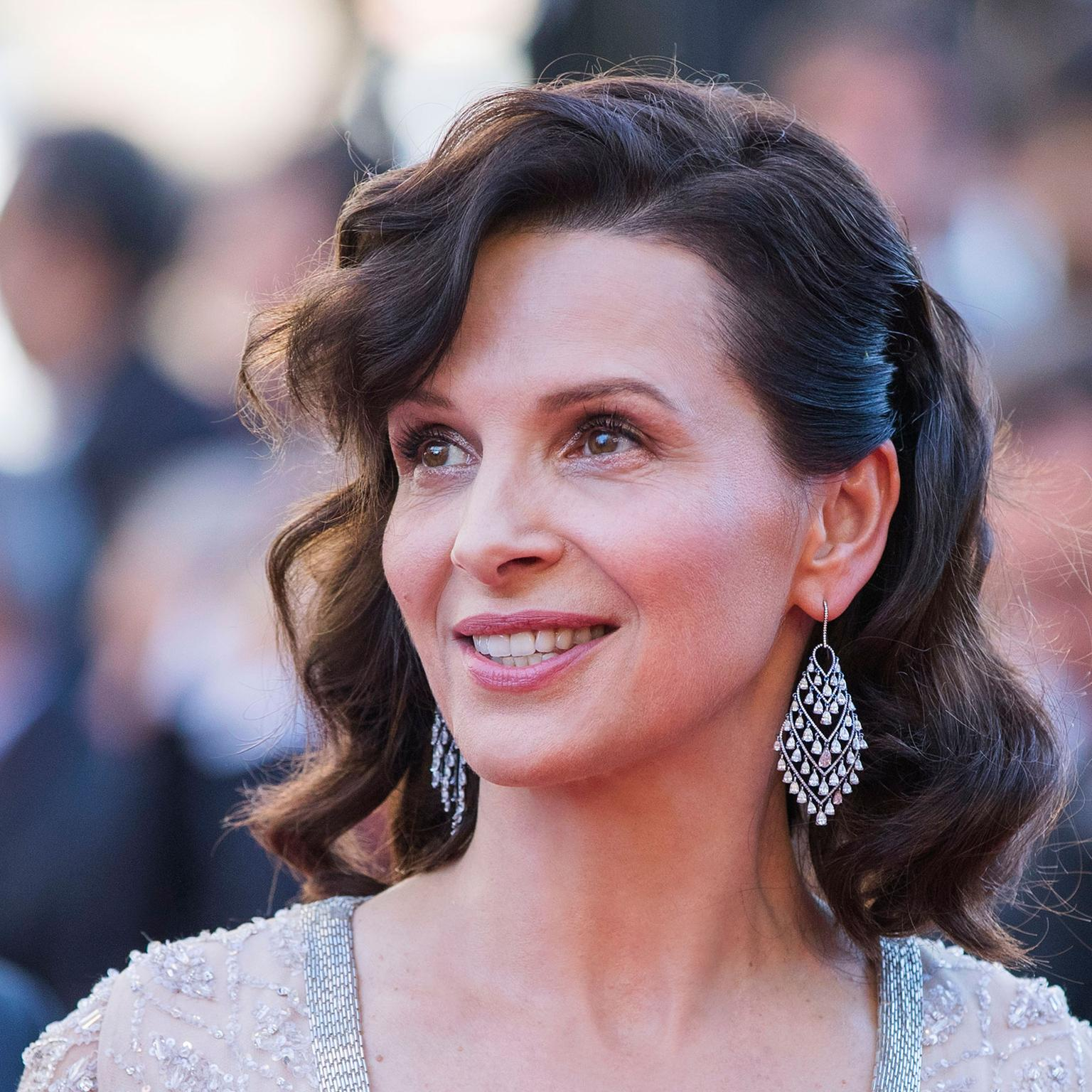 Cannes 2016 Day 10: Juliette Binoche in Chopard