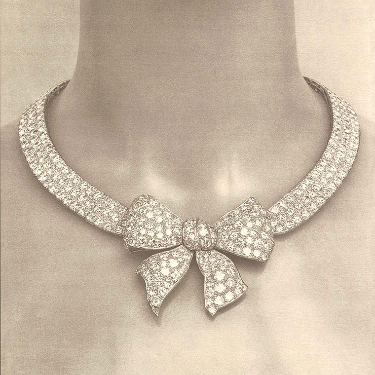Chanel Noeud necklace