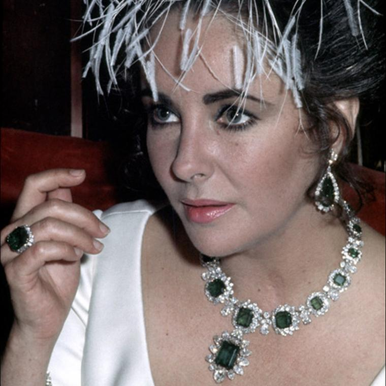 Elizabeth Taylor wearing Bulgari emerald jewellery
