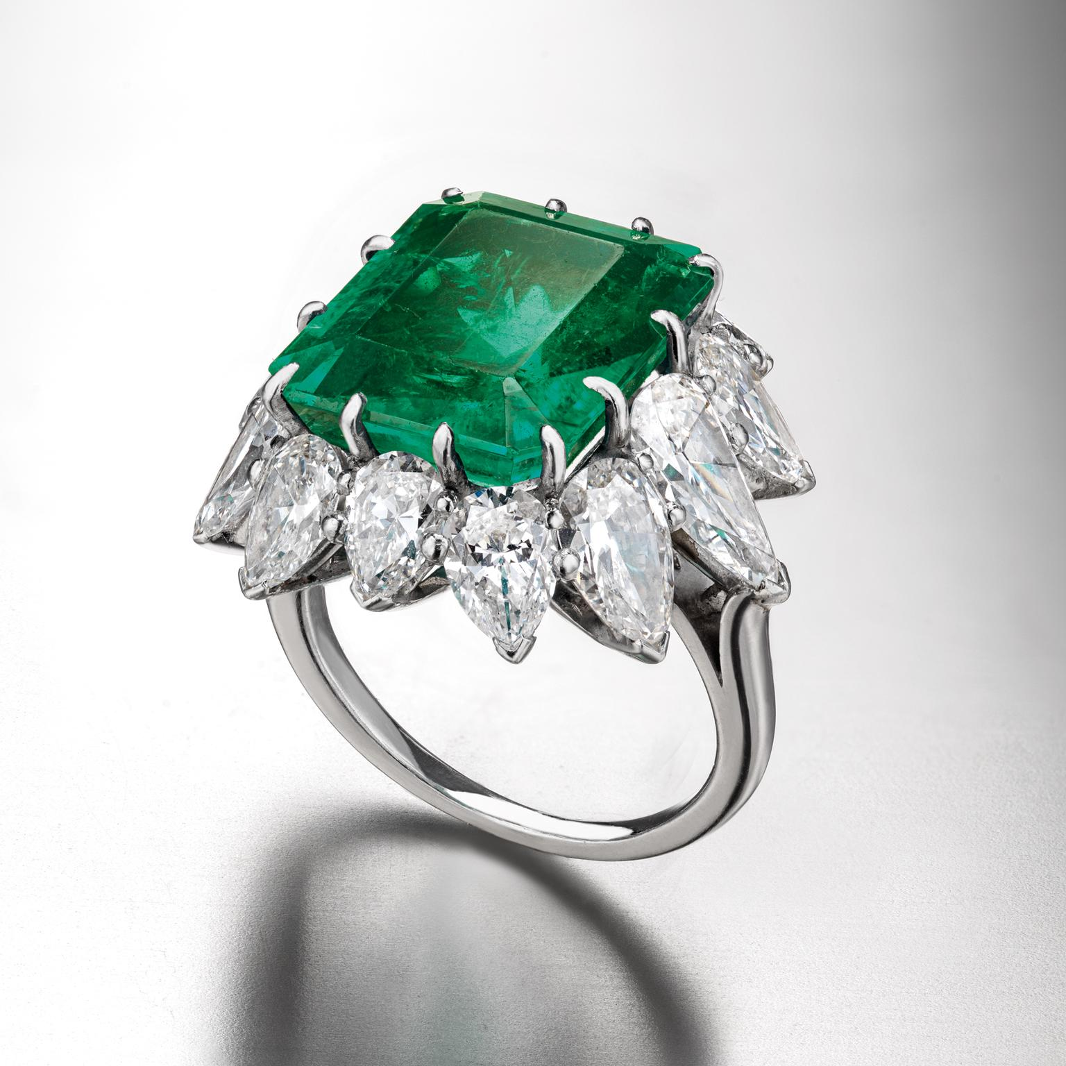 Elizabeth Taylor Bulgari emerald diamond ring