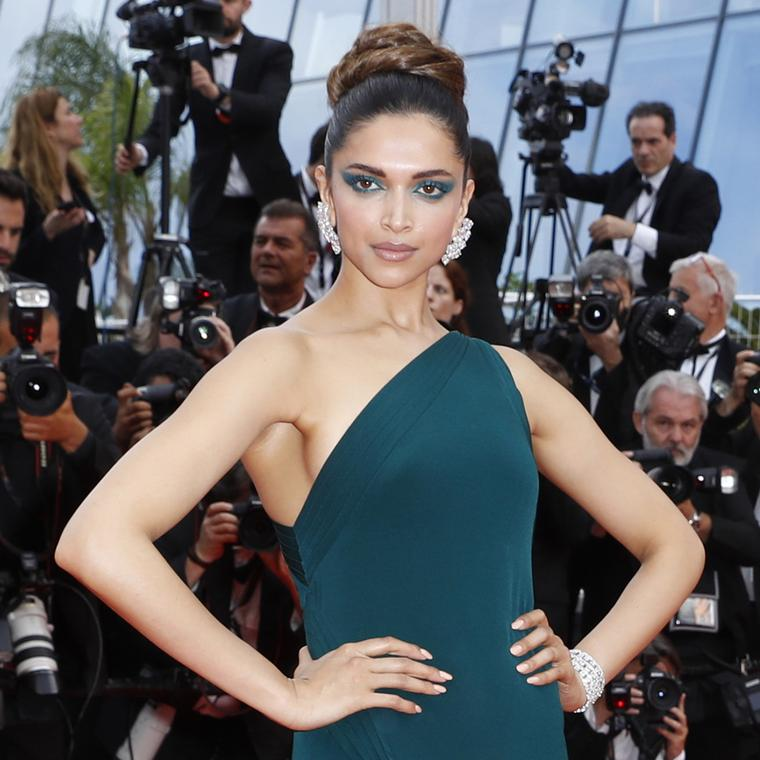 Deepika Padukone at Cannes 2017 in de GRISOGONO diamond earrings