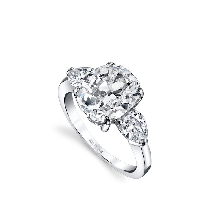 Classico 4.40-carat cushion-cut diamond ring