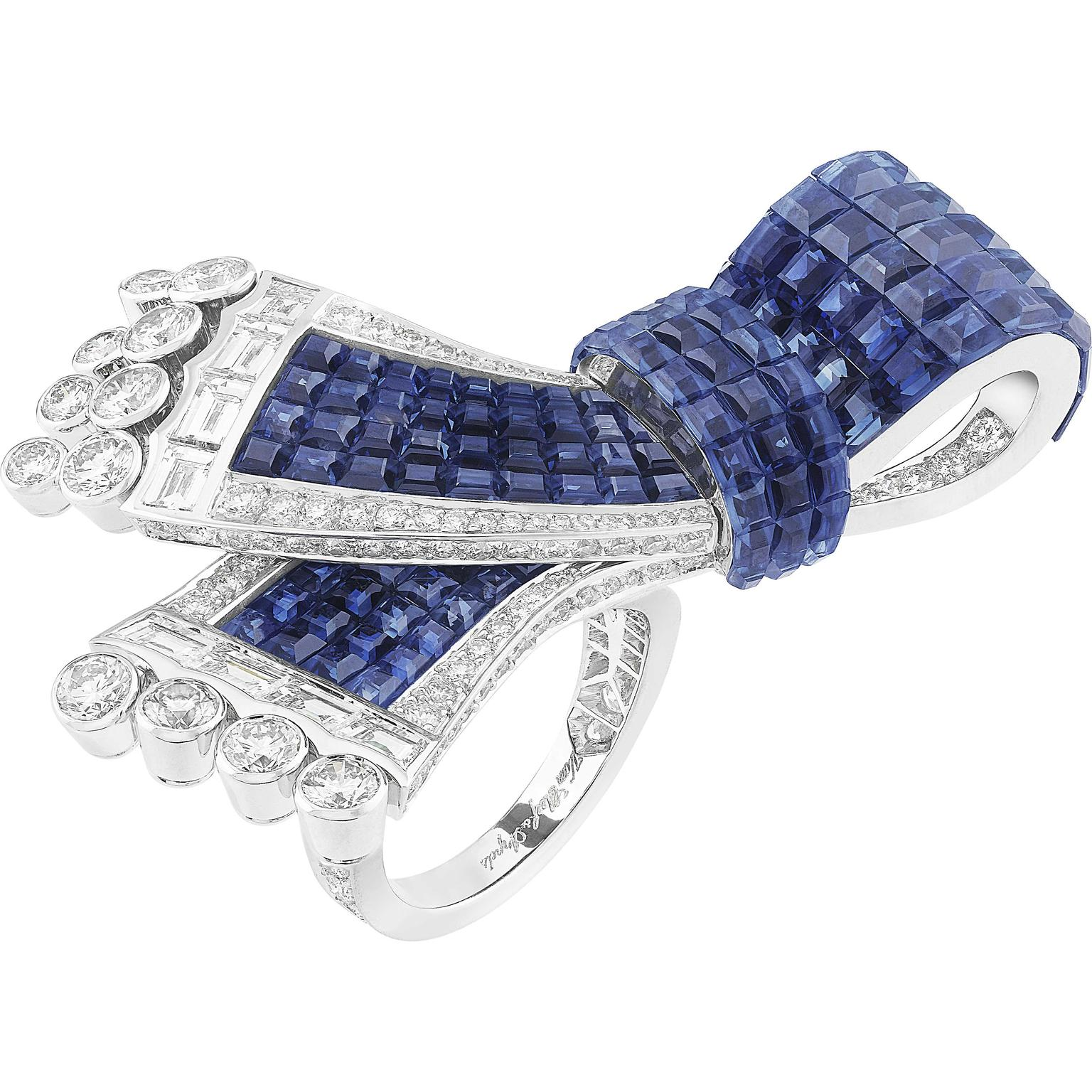 Van Cleef Arpels Noeud Mysterieux between the finger ring