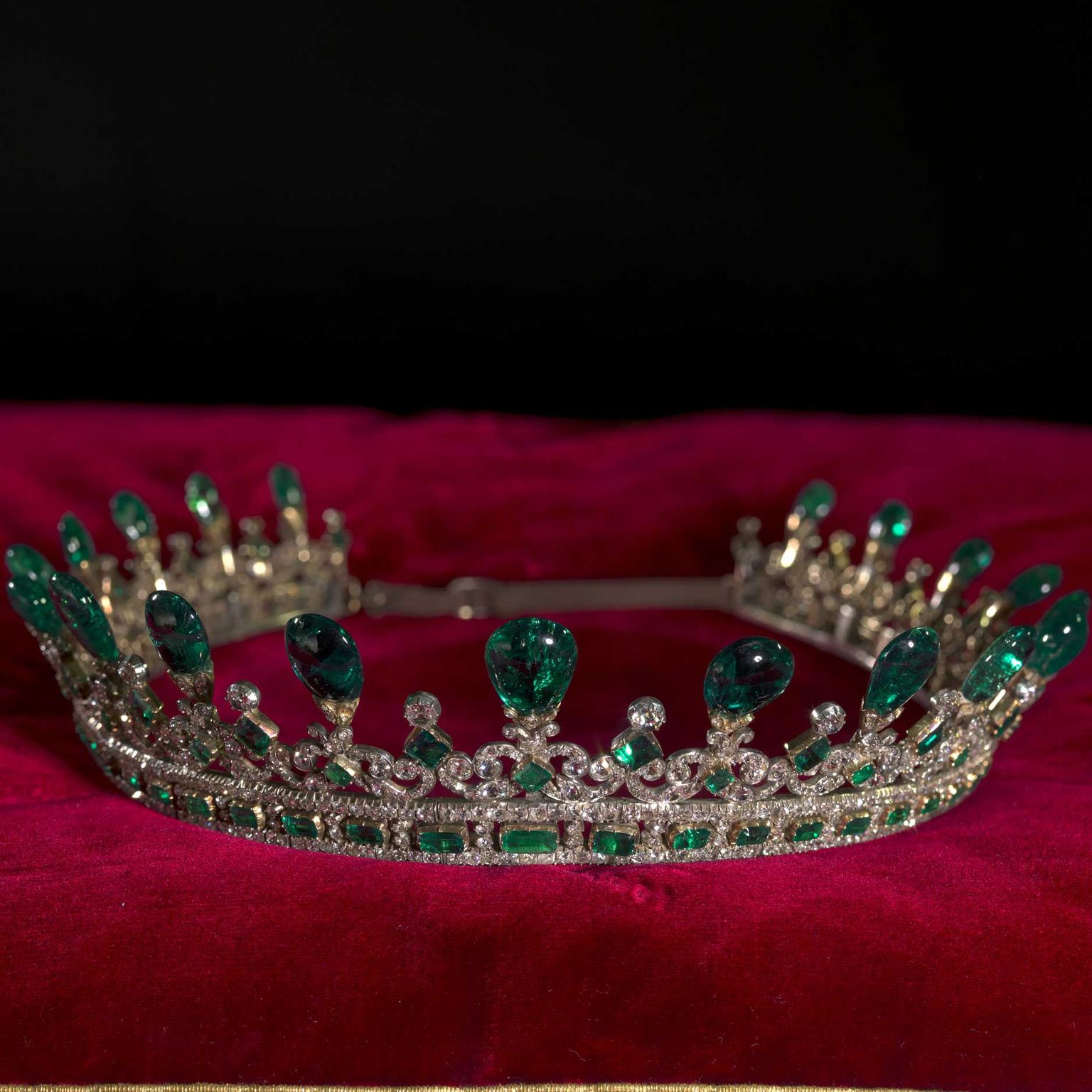 Queen-Victorias-1945-diamond-and-emerald-diadem-on-display-in-Victoria-Revealed