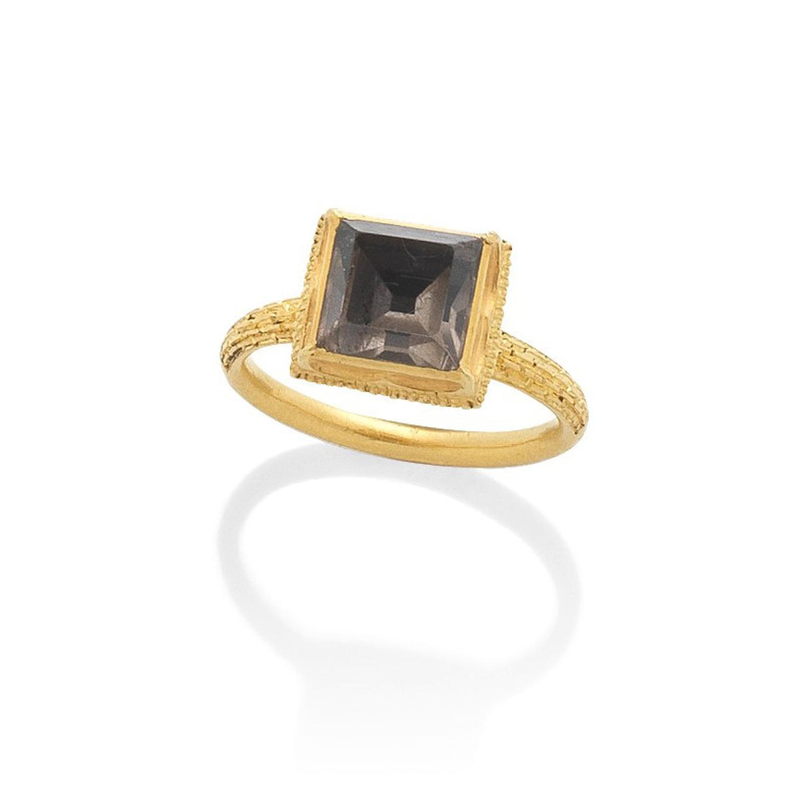 Late 17th century gold and quartz ring auctionned by Bonhams Lot 18