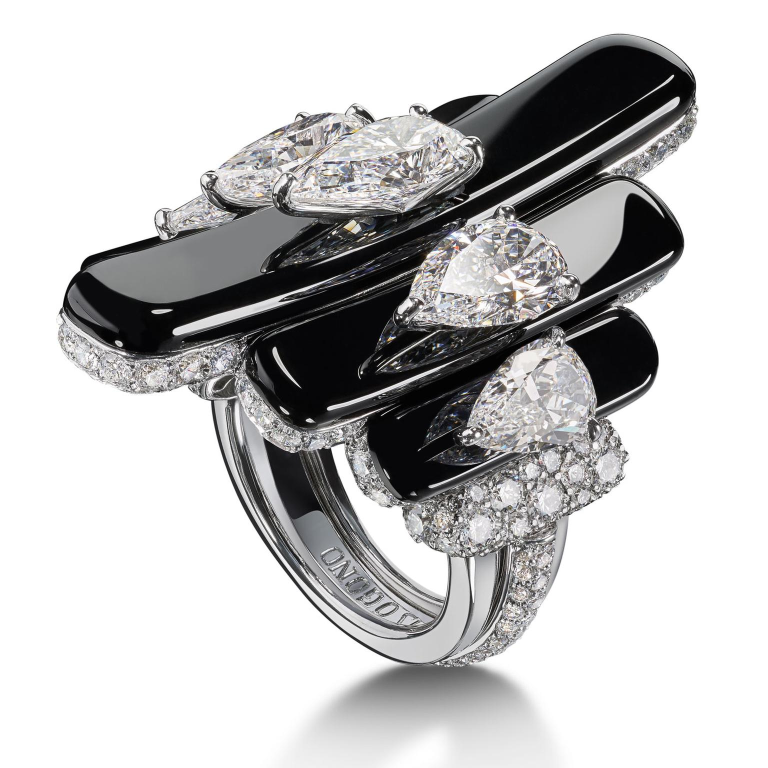 de GRISOGONO Love On The Rocks high jewellery white gold, white diamond and onyx ring from the side