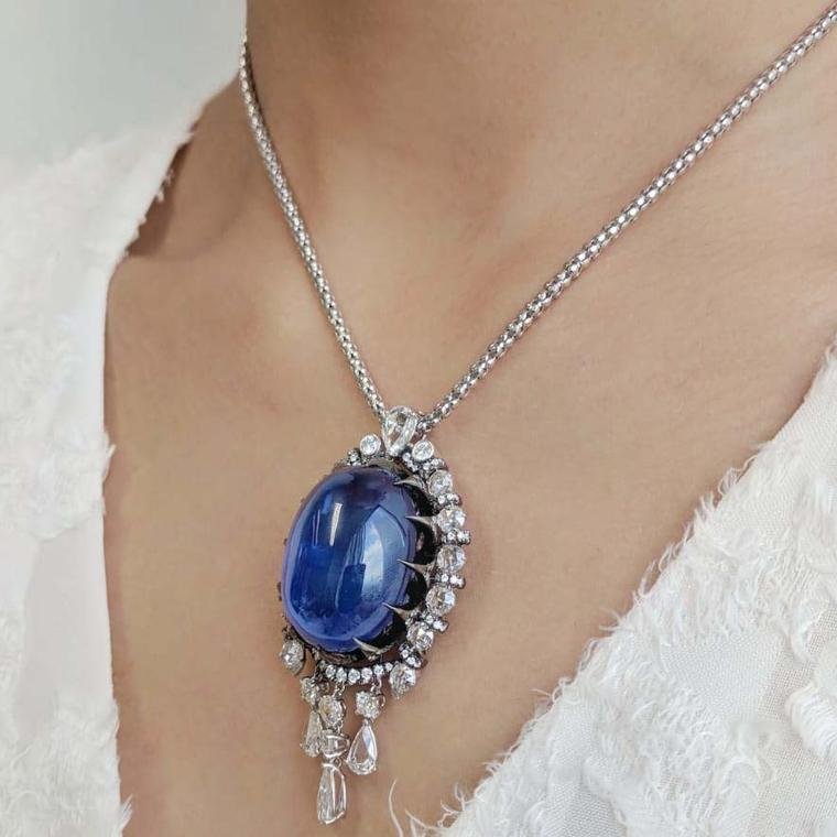 Lot 584 - Versatile sapphire brooch or pendant or ring