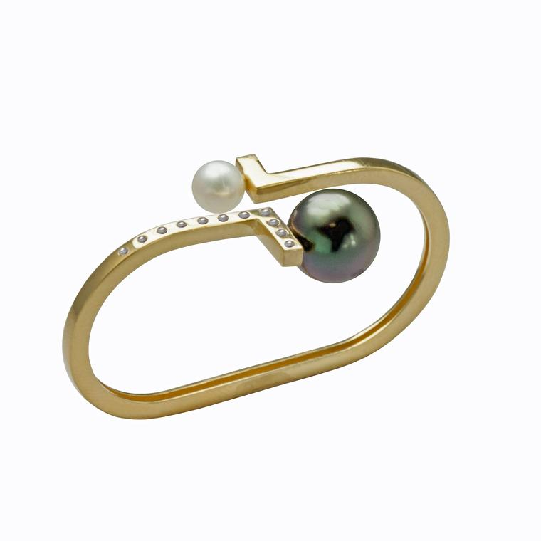 Kattri Double Asymmetry pearl ring in yellow gold
