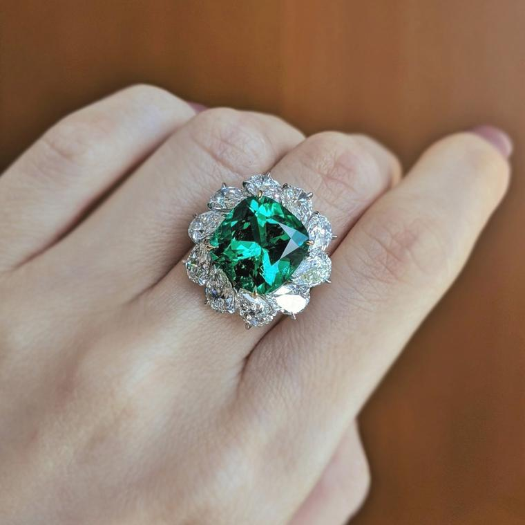 Lot 563: Emerald and diamond ring from Bulgari presented at Phillips Live Auction on 8 July 2020