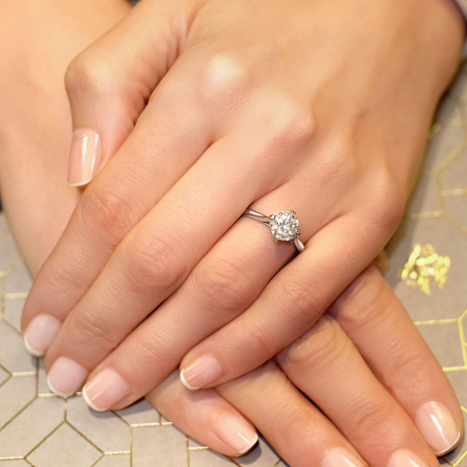 How to choose an engagement ring to suit your hand shape The