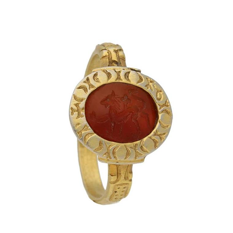Berganza 15th century gold and carnelian ring