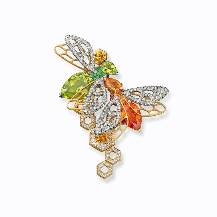 The Queen propels brooches back into the fashion spotlight ...
