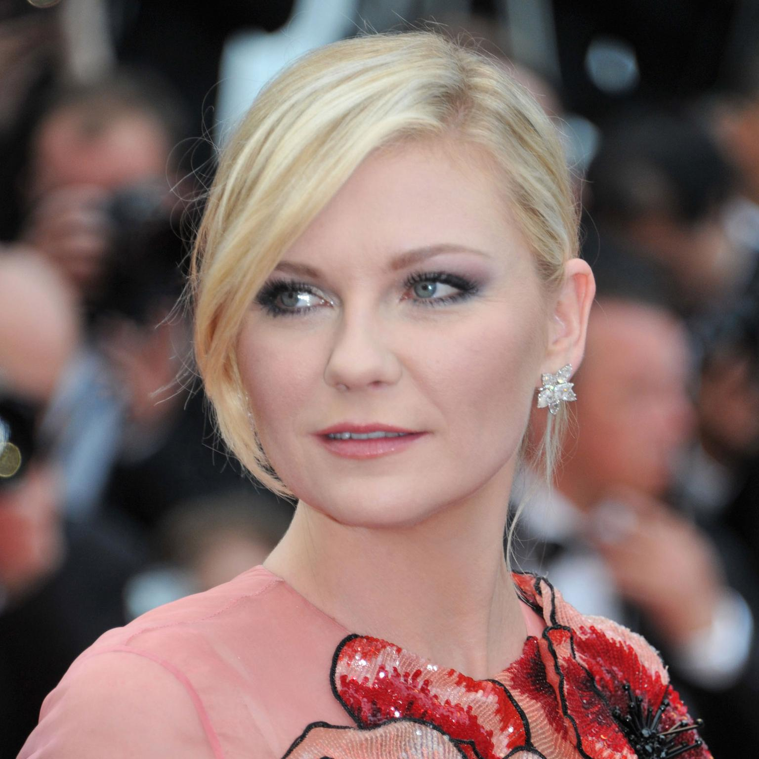 Cannes 2016 Day 1: Kirsten Dunst in Chopard