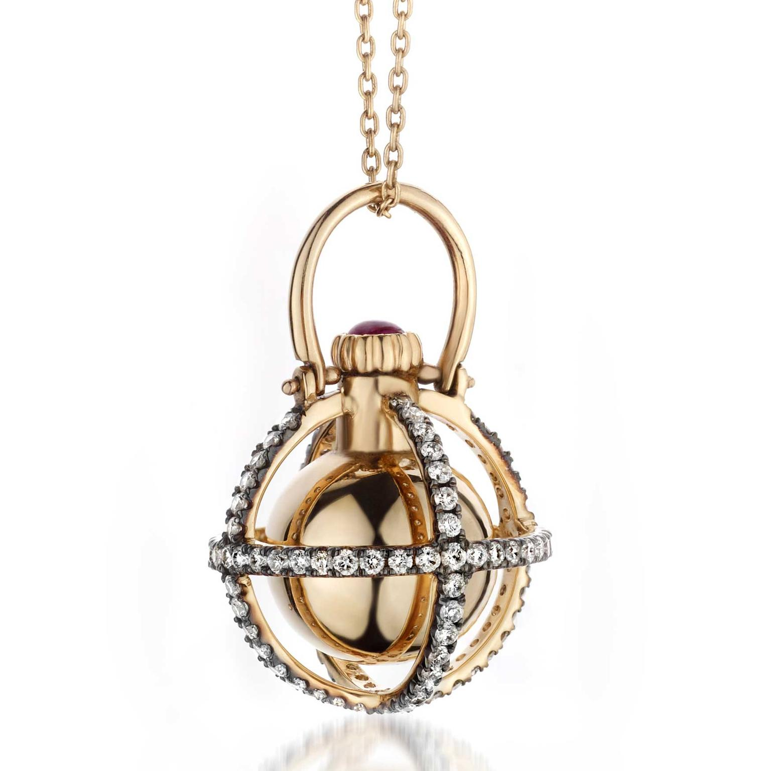 Melie perfume pendant in gold