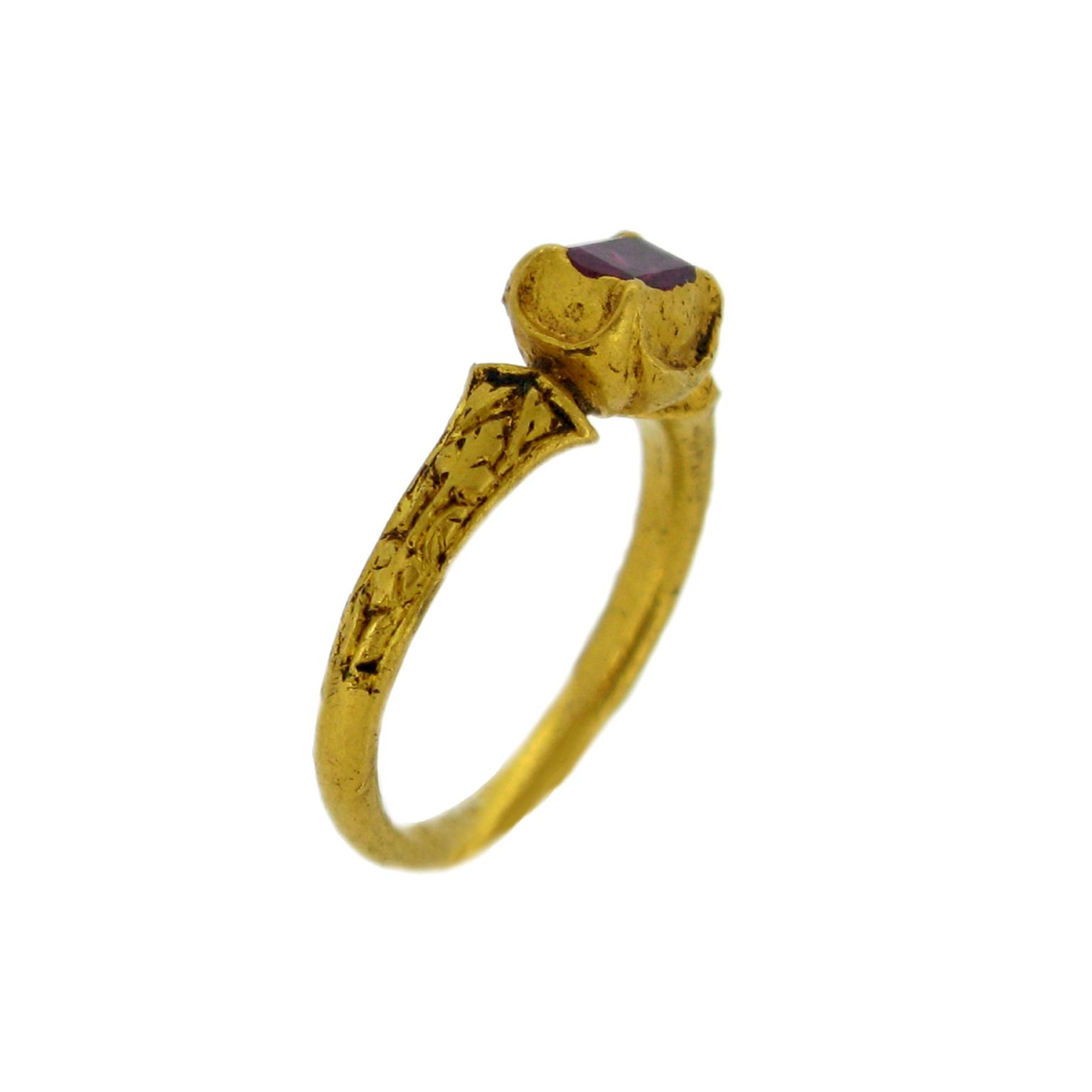Berganza ruby foliate ring