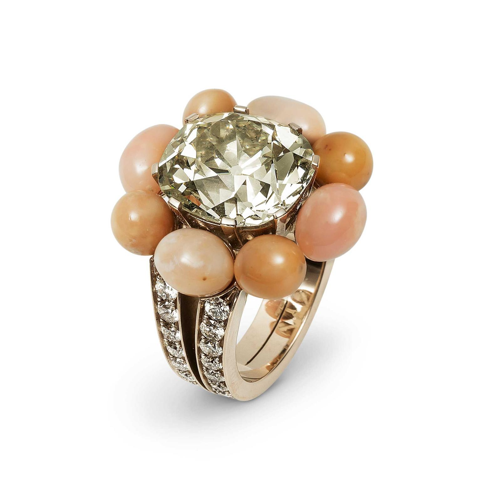 Hemmerle gold ring with diamonds and conch pearls